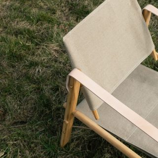 Summer is here, and what is better than bringing an easy-to-assemble chair with you outside in the nature or to the beach? The nomad chair is flat-packed, and easy to bring on the go 🙂🌾☀️ Swipe to discover the peaceful surroundings of our Nomad Chair in the National Park of Mols Bjerge in Denmark on a sligthly cloudy day. The chair is made of oak, canvas and leather. https://www.wedowood.dk/product/nomad-chair-oak/ #wedowood #nomadchair #danishdesign #sustainablefurniture #sustainabledesign #scandinaviandesign #interiordesign #bookcase #interior #scandinavianliving #sustainability #interiordesign #modernliving #homedecor