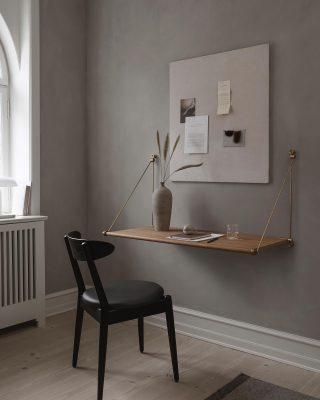 Et af vores nominerede produkter til Bolig Magasinets Design Favoritter 2021 er Loop Desk, som er en af vores nyeste produkter. Med dens fold op og ned funktion vil den være en elegant tilføjelse til et hjemmekontor. Hvis du endnu ikke har været inde og give din stemme findes linket i vores bio✨ #wedowood #superform #designfavoritter #sustainabledesign #desk