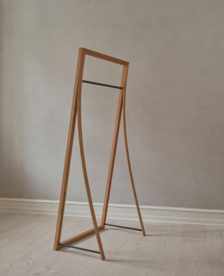 The elegant and fine lines in the design of the Framed Hanger is a beautiful example of what true Nordic design looks like.   #wedowood #sustainabledesign #hanger #homedecor #interior #nordicdesign