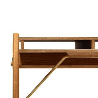 // Details Simple and geometric lines forms the design of fielddesk. Honest design in actuel function and visuel expression. #wedowood #fielddesk #wedooak #furnituredetails #homedecor #homeinspo #homeworkstation #staysafe
