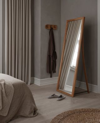 With the elegant and beautiful lines, the Framed Mirror will bring softness and ease into any room it is placed in. Here it is seen together with the Solid Hook.  #wedowood #mirror #sustainabledesign #homedecor #modernliving #bedroom