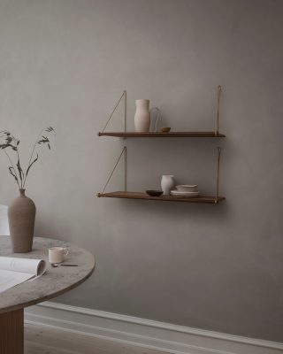 Loop Shelf in smoked oak 🤍 The Loop Shelf would make a beautiful addition to any room, weather it stands out on its own or combined with several Loop Shelves to create a complete shelving solution. The Loop Shelf Is of course a perfect match for our Loop Desk 👌🏻 https://www.wedowood.dk/product/loop-shelf-smoaked-oak #wedowood #danishdesign #sustainablefurniture #sustainabledesign #scandinaviandesign #interiordesign #bookcase #interior #scandinavianliving #sustainability #interiordesign #modernliving #homedecor